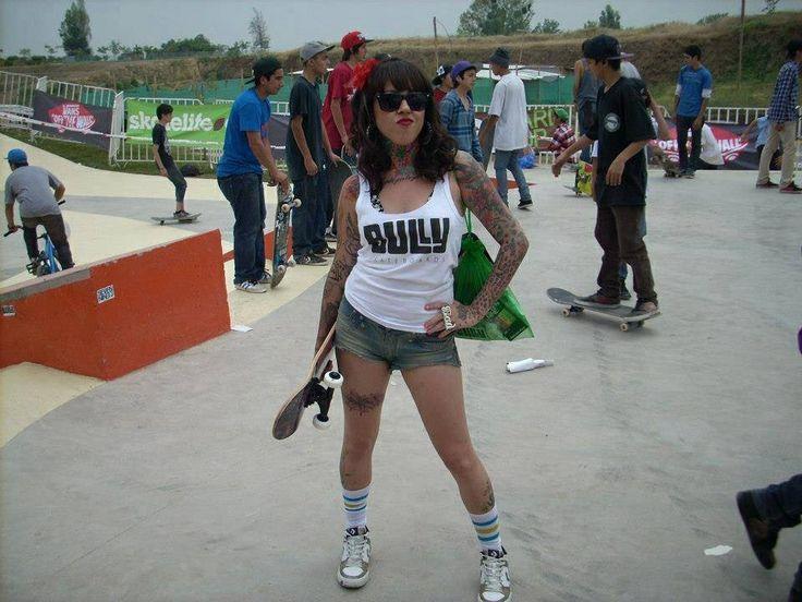 #tattooedgirl #iloveink #conicienta #skateboard