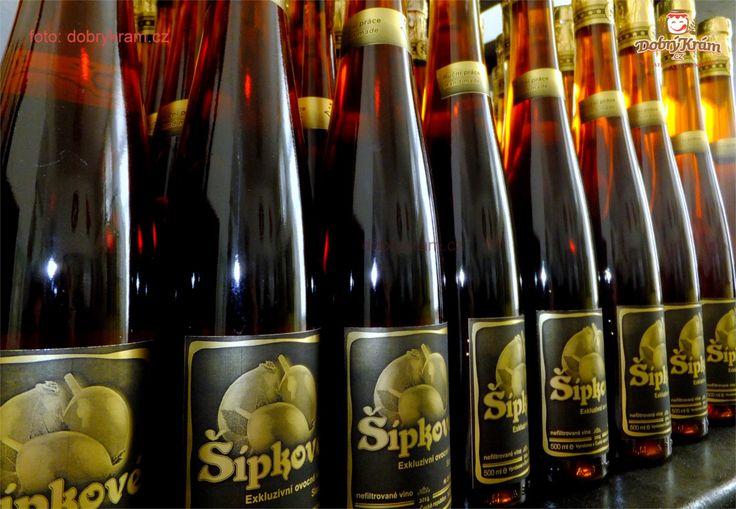 Šípkové víno ze sušených šípků z Jeseníku