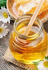 5 Benefici eccezionali del miele crudo -- Il miele crudo è un alimento completamente naturale, delizioso e ricco di sostanze nutritive. Ecco cinque modi con i quali il miele può migliorare la salute!