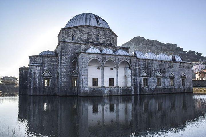 Arnavutluk'taki Osmanlı Camisi sular altında...