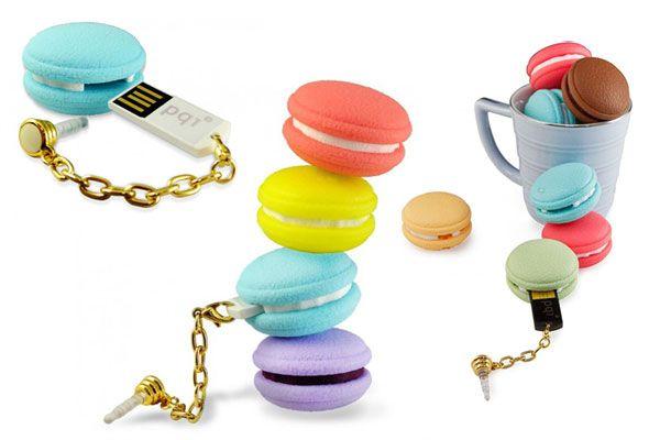 Qui n'aime pas les délicieux macarons français de Pierre Hermé ou de Ladurée pour ne citer que les plus connus. Ses délicieuses pâtisseries de toutes les couleurs et de toutes les saveurs ont inspiré la firme PQI à commercialiser une nouvelle gamme de clés USB en forme de macarons. Qui pourra résister à la tentation ? Attention ces Macarons USB sont à dévorer des yeux seulement ! Pas de prix pour le moment, mais une disponibilité prévue d'ici l'été en plusieurs capacités de stockage. source