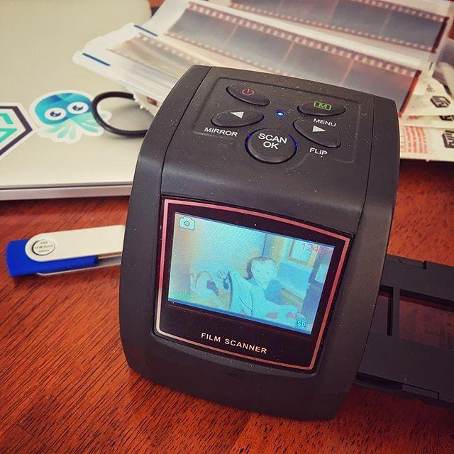 Projet à long terme  scanner tous les négatifs de la famille. ... #cormierfamily #vaillancourtfamily #souvenir #filmphotography #weekendproject