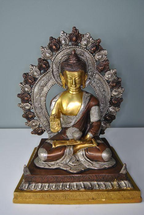 Bronze Shakyamuni with aura,  altar statue - Nepal/Tibet - 21st century
