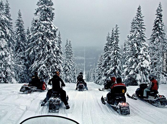 挪威與瑞典之間的邊界:雪地車手會在那裡聚集然後利用被除掉樹的邊界來賽雪車。(Boundary between Norway and Sweden)
