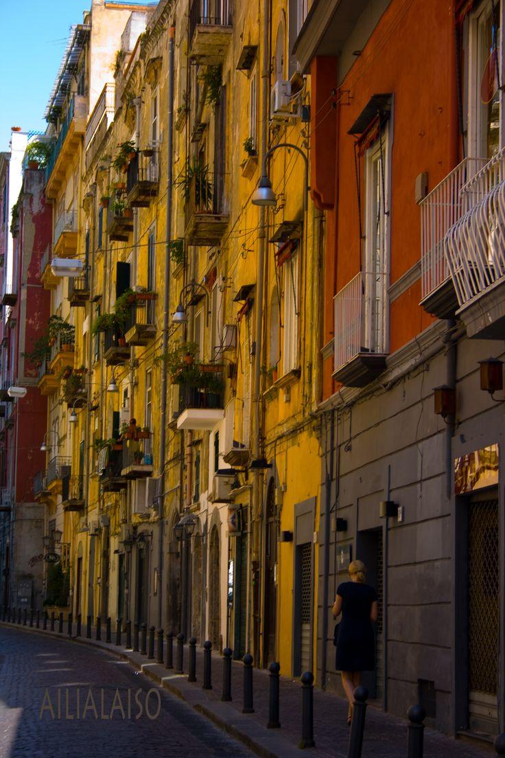 Napolissa kapealla kadulla... Photo Aili Alaiso Finland