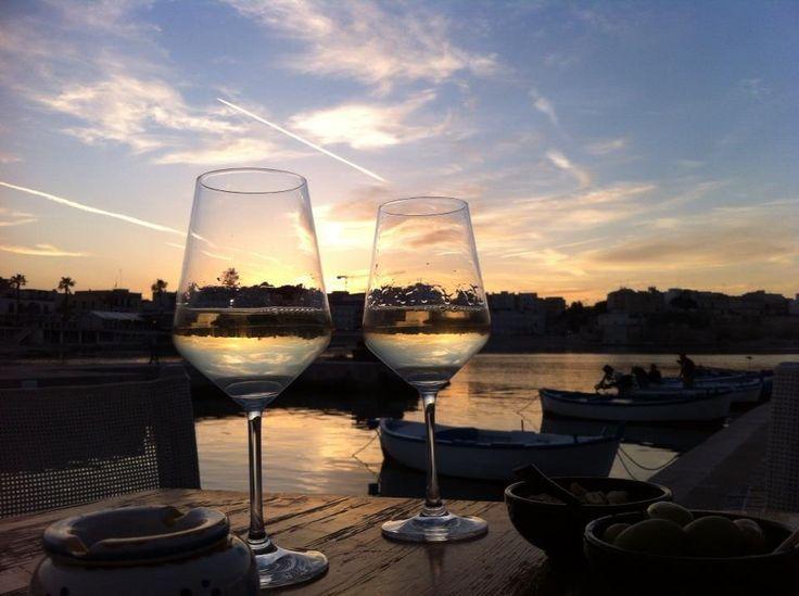 Vuoi annullare un faticoso lunedì lavorativo? Ti basta un #aperitivo, un #tramonto e il #Salento! Live Like a Local www.tourango.it