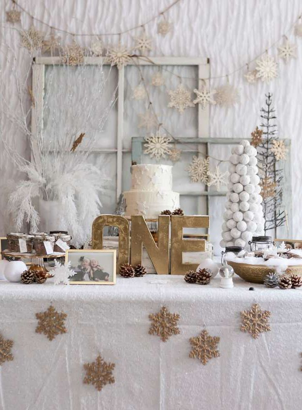 White and Gold Winter Wonderland Party | Ideas For a Winter 'One'derland Birthday Party | Baby Aspen