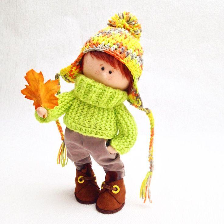 Для васуходящей осени кленовыйосенним настроением навеянный получился рыжикмалыш ищет новый......#creativeart #knittingaddict #dollstagram #dollstagram #dollhouse #ручнаяработа #необычныйподарок #fabricdoll #artdolls #textildolls #muñeca #puppets #poupées #instadolls
