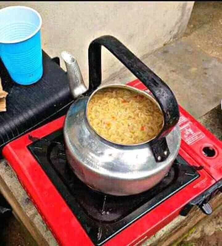 Cooking noodles in kettle