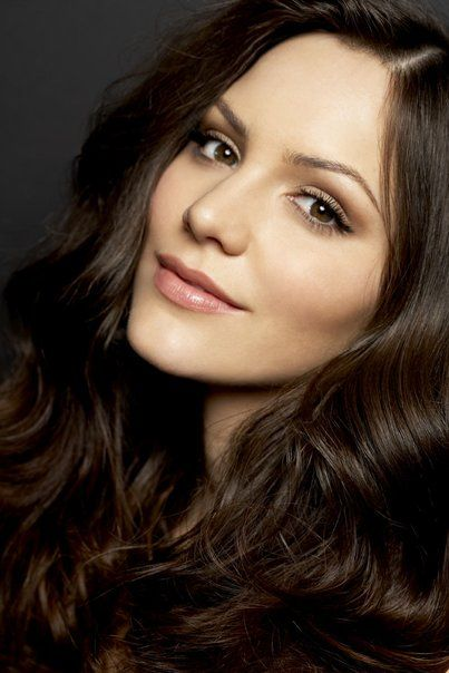 Katharine mcphee, soft makeup- I like her so much better with long dark hair. The platinum blonde she had for half a minute was too much for her features!