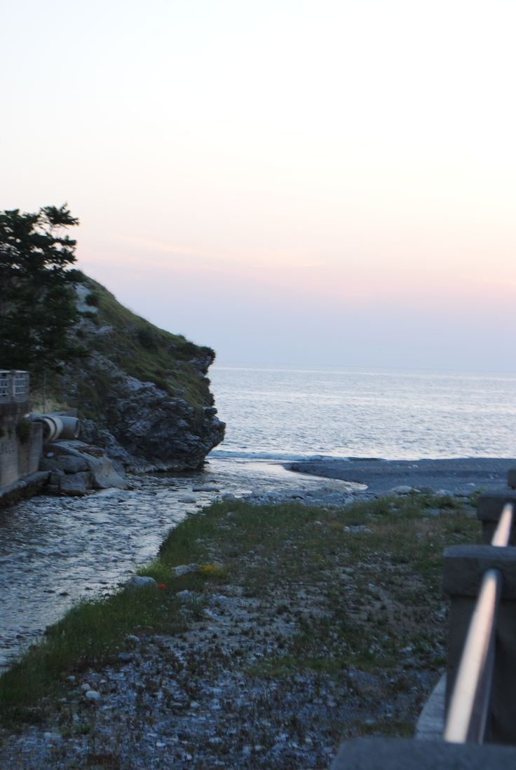 Diamante Calabria La foce del fiume e lo scoglio con profilo di un uomo