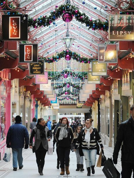 Christmas 2010.File photo dated 23/12/10 of Christmas shoppers in Leeds City Centre purchase last minute gifts. Retailers were expecting bum...