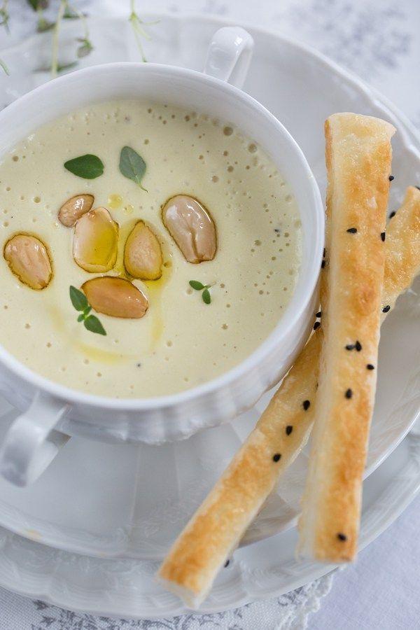 Eine cremige Kartoffel-Mandel-Suppe mit Orangenöl…