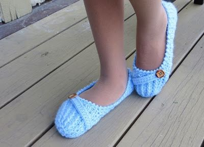 Anne Lee Slippers, Crochet Slipper Pattern for Women, US sizes 5 to 10