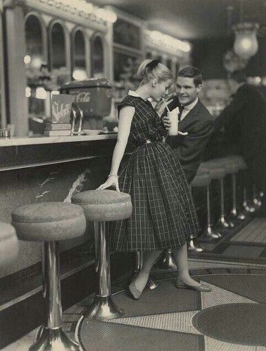 Highschoolers on a date 1960