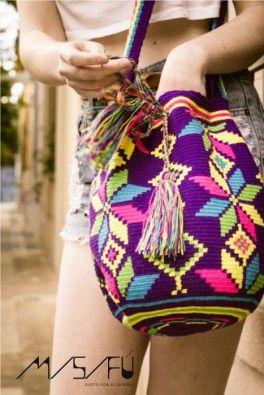 Bolsos tejidos por los indígenas Wayuu totalmente artesanales, mide un aproximado de 32 de alto y 25 de ancho http://gusben.com.ar/18_misifu