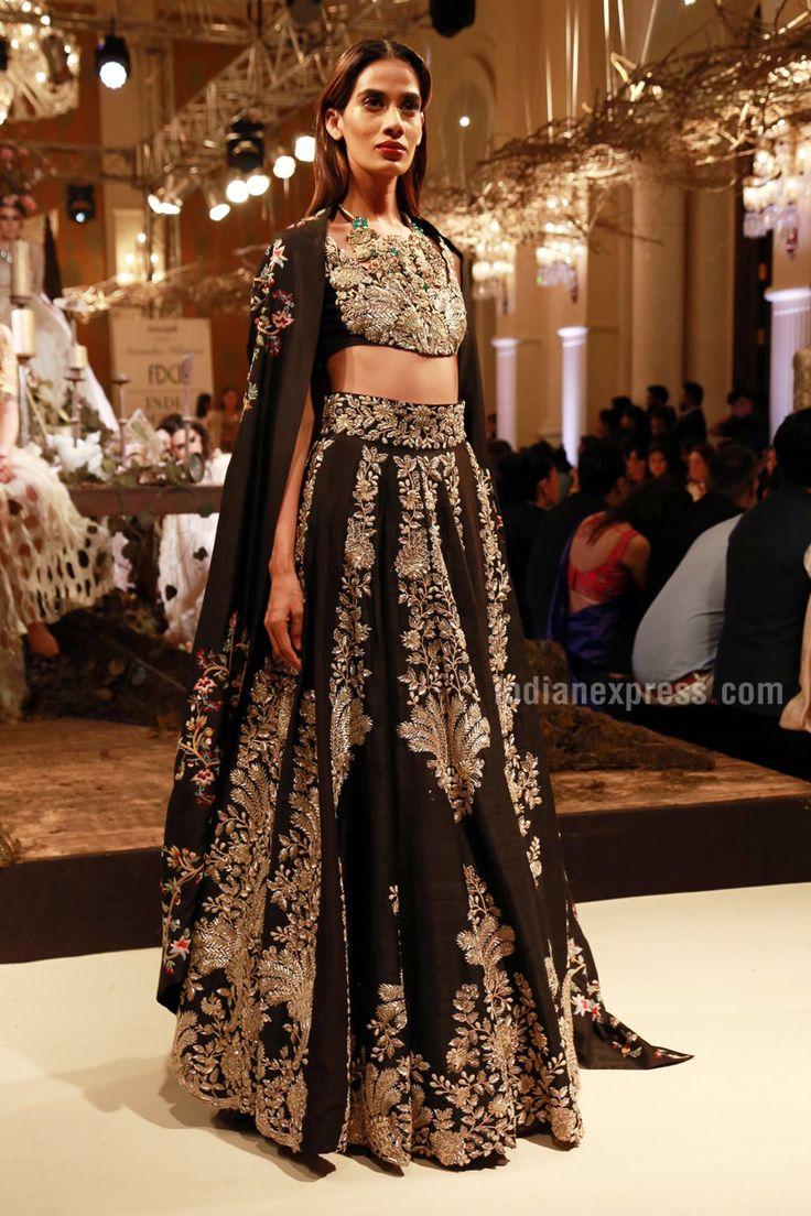 From 3D flowers to long trailed anarkali's: Anamika Khanna's show at ICW 2016 brings romance back in a big way