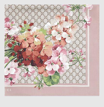 Gucci - pañuelo de seda con estampado de blooms 4096773G0016465