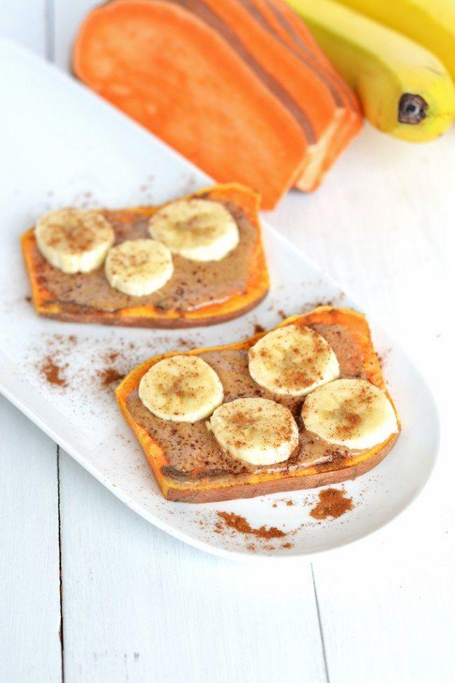 Süßkartoffel-Toast mit Mandelcreme und Bananen