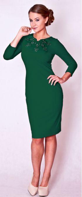 Zielona dzianinowa sukienka z haftem łowickim