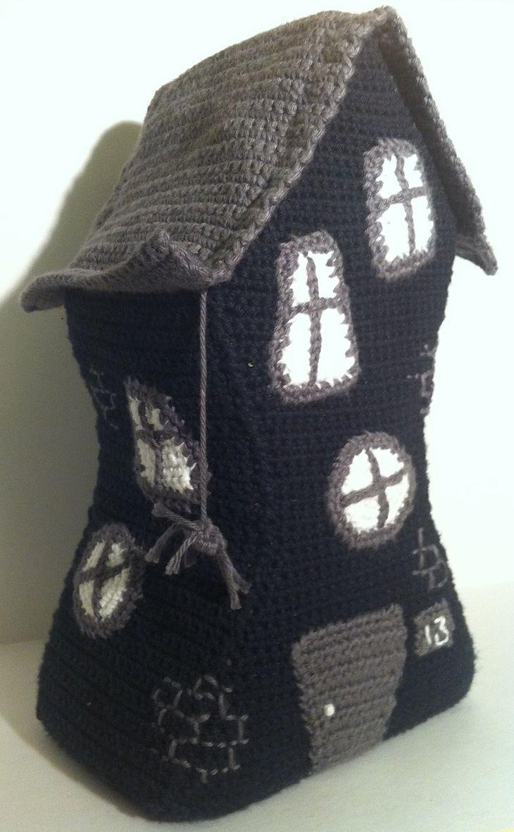 Crochetedhalloweenhouse