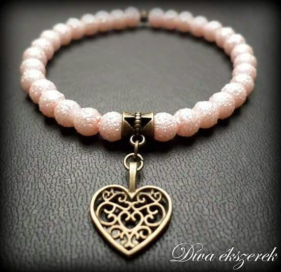 Elastic bracelet with heart.