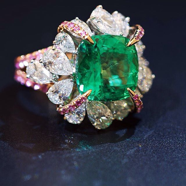 center emerald with diamonds piece here