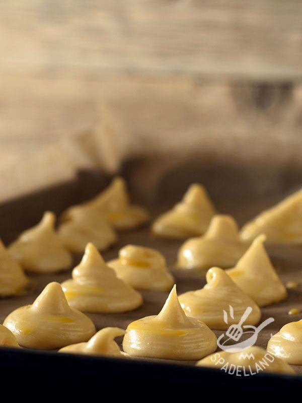 Vegan cupcakes without butter without eggs - La pasta choux per Bigné senza burro senza uova Vegan è all'incirca la stessa della pasta tradizionale (prima va sul fuoco e poi in forno).