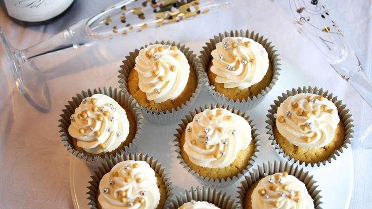 FEST: Når overgangen til det nye året skal feires, passer det fint med champagne-muffins på festbordet.