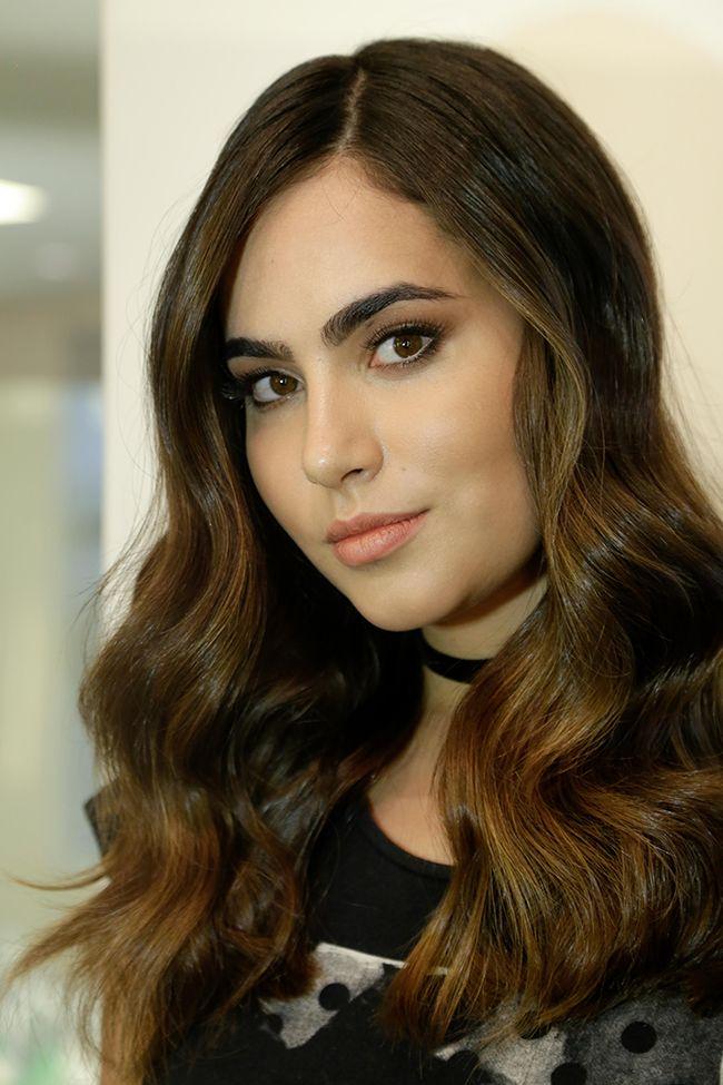 Katrine Costa estava insatisfeita com o caimento dos seus fios e precisava de uma transformação. O Proença sugeriu cabelos longos mais leves e iluminados.