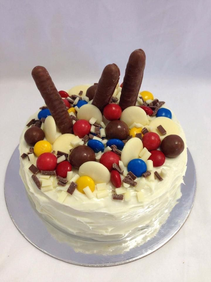 White Chocolate Fondant Covered Cake with Chocolate and Lolly Overload. Decorated by Coast Cakes Ltd