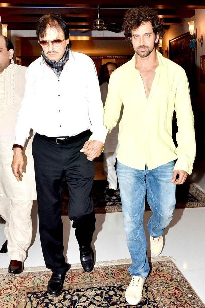 Hrithik Roshan with Sanjay Khan at Iftar bash. #Bollywood #Fashion