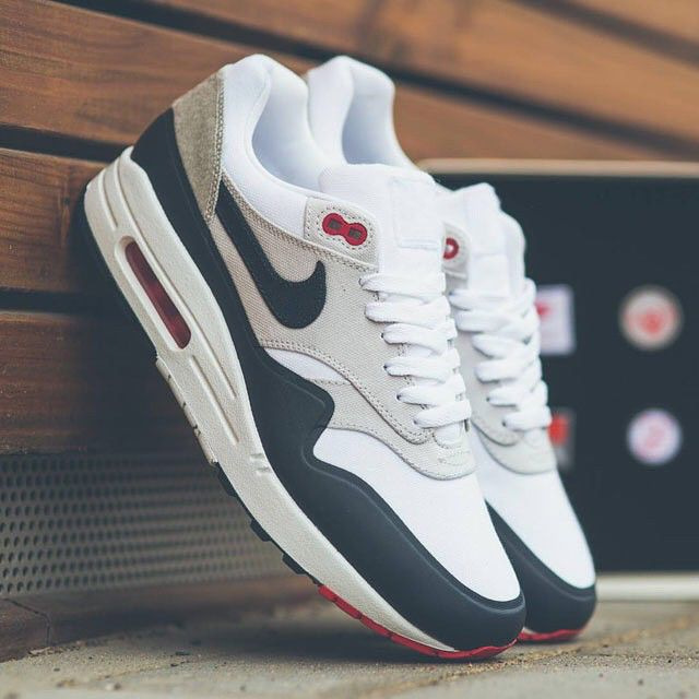 Nike brought back the OG Navy colorway of the Air Max 1 for the