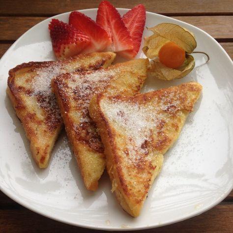 Ich hatte sie schon fast vergessen und dann lernte ich sie neu kennen: als French Toast in Mittelamerika. Und direkt kamen Kindheitserinnerungen hoch. Ein Traum <3 Und sie haben natürlich kaum Kalorien Arme Ritter - Rezept Ausdrucken Zutaten Toastbrot Eigelb Milch Zucker Zubereitung Eigelb mit etwas Milch auf einem tiefen Teller verquirlen …