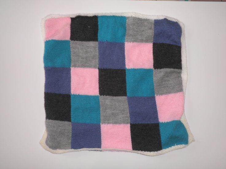 Petite couverture b b au tricot motif damier fait la main b b et tricot et crochet - Tricot a la main ...