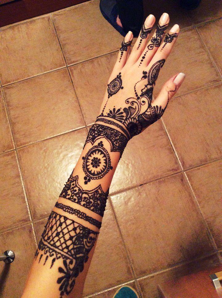By me! ^-^ #henna #design #mehndi #bodyart #tattoo #art #ilovehenna #arabic #creativity #blackhenna #skin #work