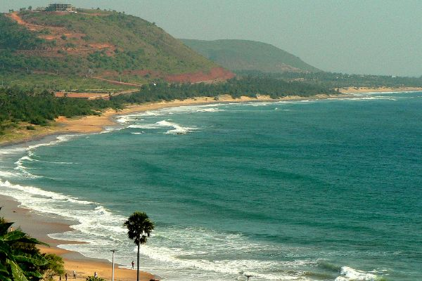 This is one of the most popular spot of Visakhapatnam. Widely referred to as RK Beach, the Ramakrishna Beach is celebrated widely for its uninterrupted sealines, proximity to places serving delectable sea food, and beautiful golden hued sands. All of these features make the beach a wonderful place to be. Tourists from all over the world visit this site to enjoy the beauty of beach and participate in various activities such as water sports, sea bathing, beach walking, and sun basking.