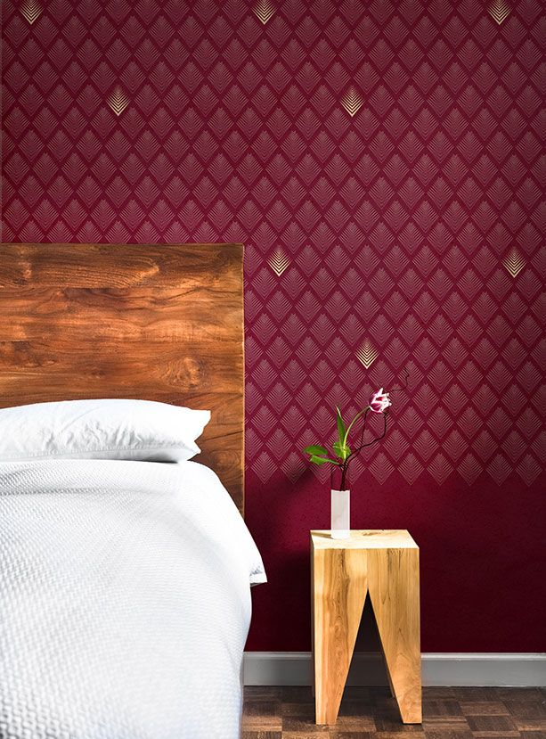 Chic graphic wall paper in deep merlot