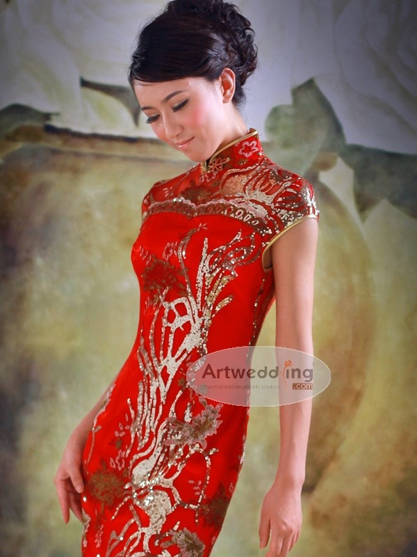 From artwedding.com .Golden Sequin Detailed Long Cheongsam with Scalloped Hem
