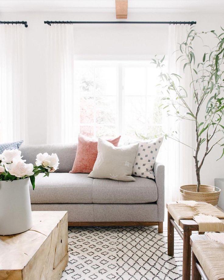 Bright Living Room - pinned by www.youngandmerri.com