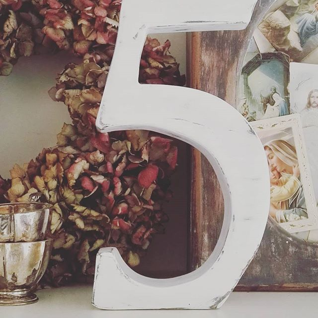 Number 5  #numbers #chalkpaint #pintyplus #white #5 #woodworking #handmade #readytopost #photoprops