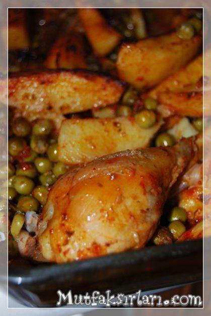 ✿ ❤ Fırında Sebzeli Tavuk But - Pratik ama lezzeti tam bir tavuk but yemeği, misafirlerinize rahatlıkla ikram edebilirsiniz :)