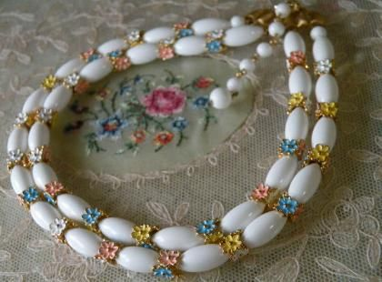 トリファリTrifari ベビーカラーのお花が可憐な2連ホワイトネックレス - Maiden's drawer