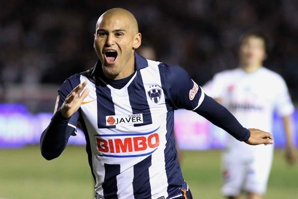 Humberto Suazo se recupera de lesión