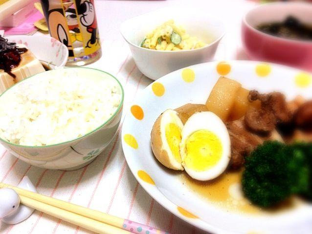 今日の夜ご飯(^◇^)豚の角煮、わかめスープ、マカロニサラダ、冷奴(o^^o) もっとお肉てりてりになってほしかった(´・_・`) - 2件のもぐもぐ - 豚の角煮 by miyu0208