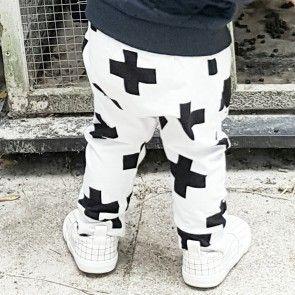 Hey BB baby harem broekje 'monochrome crosses' - handgemaakt van biologisch katoen.