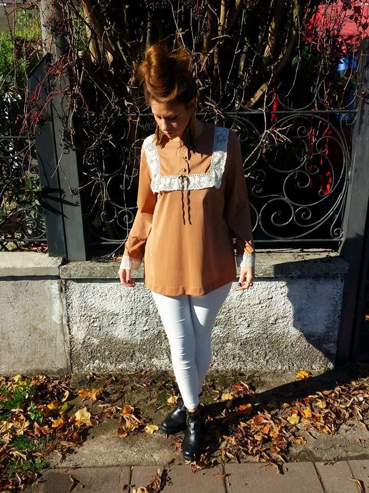 #Camicetta   #vintage 35 euro, #pantaloni bianchi a #vita   #alta   #elasticizzati con #zip 35 euro! Vi aspettiamo nel nostro negozio a Sarcedo (VI) in via due giugno n 36 oppure sempre disponibile per i vostri acquisti online!!! ;-)
