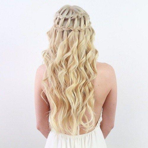 La tresse cascade sur cheveux ondulés