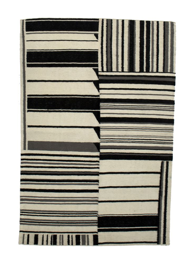 Kelim - gouwes Black & white 1522 3.00 x 2.50m Composition Wool on Cotton Hand-woven Flat pile Was R 16 500 -50 % Now R8 250