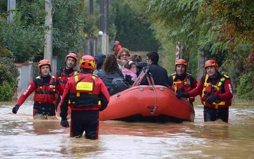 Un doveroso ringraziamento a tutti gli uomini delle forze dell'ordine, della protezione civile ed ai tanti volontari che da giorni sono impegnati in Veneto e su tutto il territorio nazionale a causa del maltempo! Grazie a tutti voi!